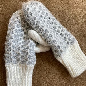 ❄️Knitted mittens